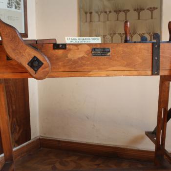 Silk weaving related tool